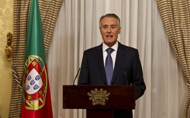 epa04989908 Portuguese president Anibal Cavaco Silva addresses the nation, when he is expected to name caretaker prime minister Pedro Passos Coelho to form a new government, at Belem Palace, in Lisbon, Portugal, 22 October 2015. Passos Coelho's center-right coalition won the most votes in an Oct. 4 general election but fell short of a majority in parliament. The opposition Socialists have pushed for an alternative government together with two far left parties. But, the president is likely to follow Portuguese political tradition and name the candidate whose party won the most votes to form a government.  EPA/MANUEL DE ALMEIDA